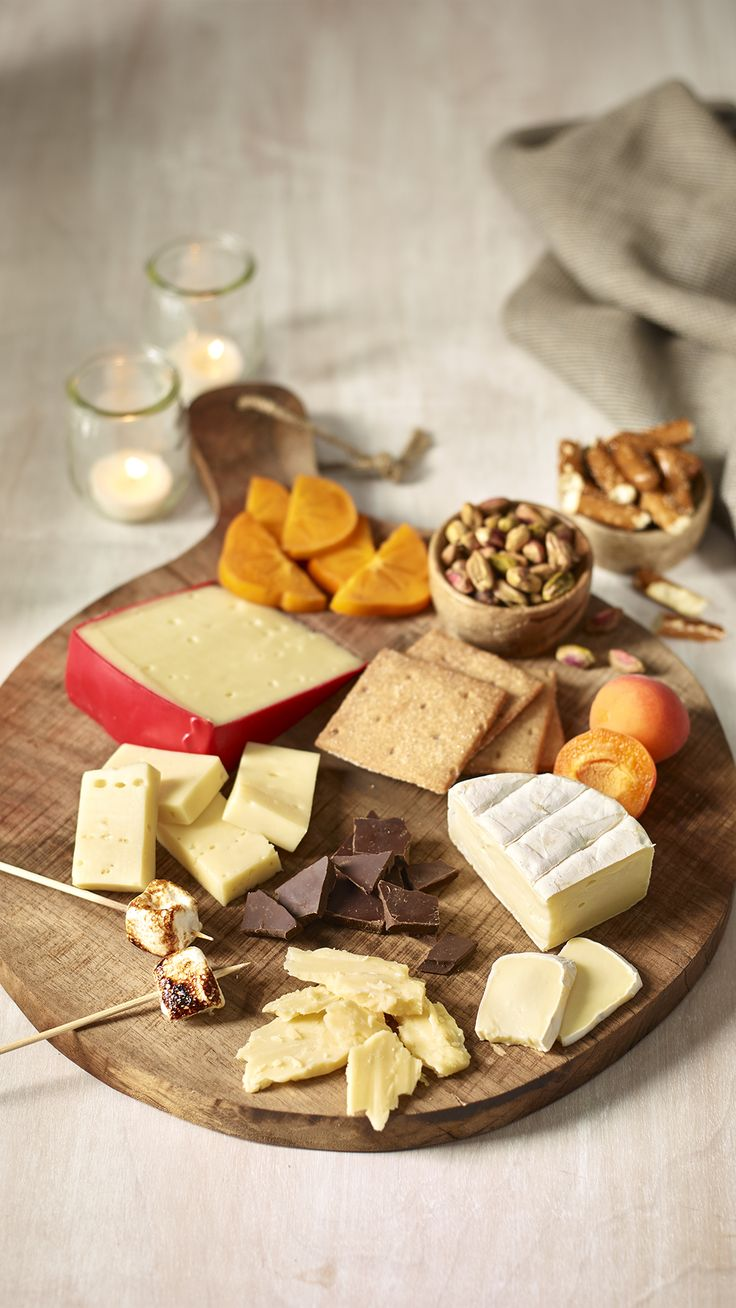 Your holiday guests can snack to their heart's desire when you bring out this scrumptious cheeseboard.