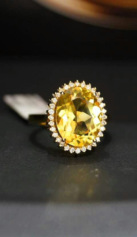 18 carat yellow gold ring with Yellow Peridot for furthur information www.facebook.com/Lapis.Chania