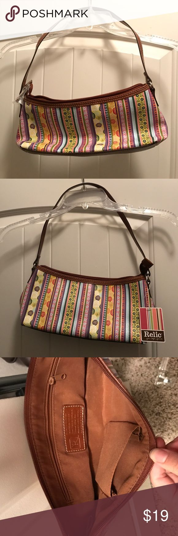 """Relic """"Jeri"""" Top Zip Purse Adorable purse, floral pattern, brown interior, NWT Relic Bags Mini Bags"""