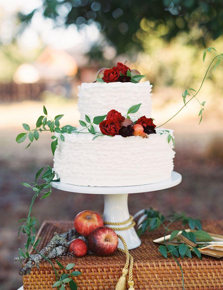 red and white fall wedding cake | Photo: Landon Jacob
