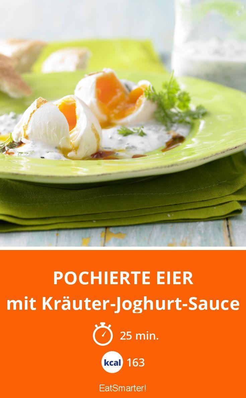 Pochierte Eier - mit Kräuter-Joghurt-Sauce - smarter - Kalorien: 163 Kcal - Zeit: 25 Min. | eatsmarter.de