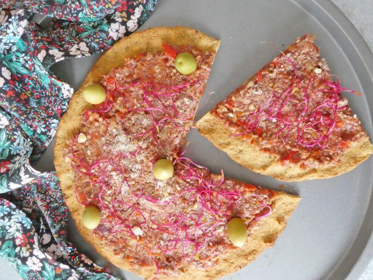 Comme une pizza en croûte de chou-fleur et farine de pois chiche ( Vegan, sans céréales )
