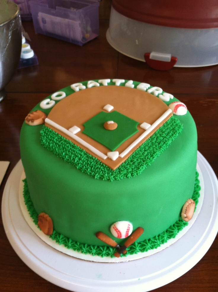 Baseball cake...maybe? not a good opportunity for frosting face