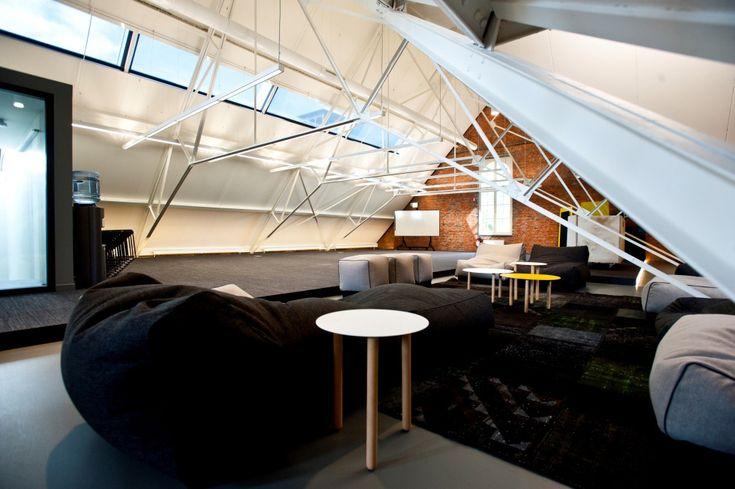 Meeting rooms, feestzalen, polyvalente ruimtes, theaterzalen,... Verspreid over de 7 indrukwekkende C-mine gebouwen is een het aanbod aan authentieke ruimtes niet op één hand te tellen. Ontdek het ruime aanbod.