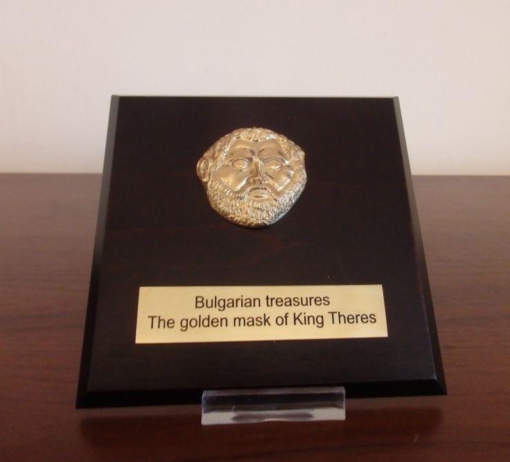 Бизнес подаръци от електронния магазин за луксозни подаръци и сувенири http://giftsbg.net .  Този луксозен сувенир ще бъде подарен на японска бизнес делегация, за да им напомня на японците за красотата и богатата история на България