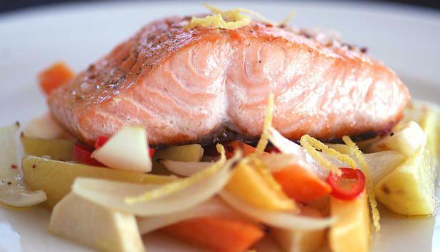 Laks med ovnsbakte grønnsaker - Godfisk