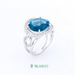 Sortija de oro blanco con diamantes talla brillante y topacio azul London  Blue    OFFER FRIDAY http://www.blascojoyero.com/tienda/es/home/73-sortija-londonblue.html