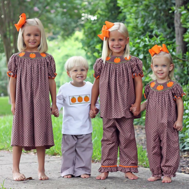And don't forget to match all your kids!! Dresses, pants, and bubbles, OH MY! #matching #pumpkins #outfits #fall #thanksgiving #orange #SmockedAuctions