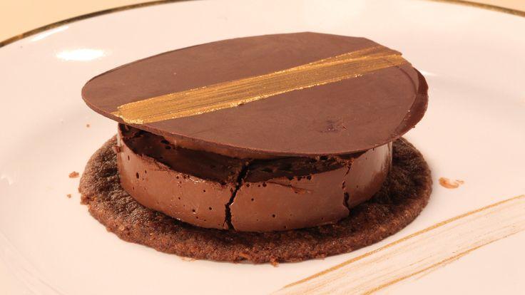 Tartelete de chocolate leva cacau em pó e tem quatro texturas diferentes