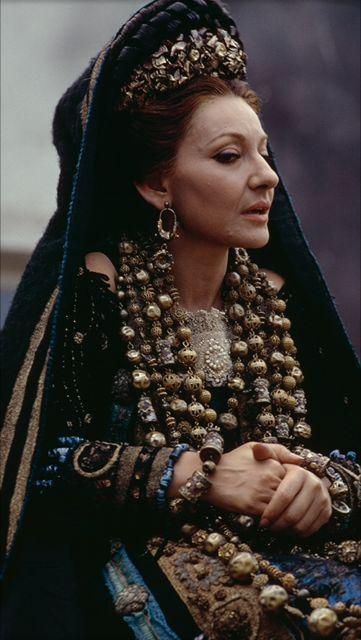 Maria Callas as Medea.                                                                                                                                                     Más                                                                                                                                                                                 More