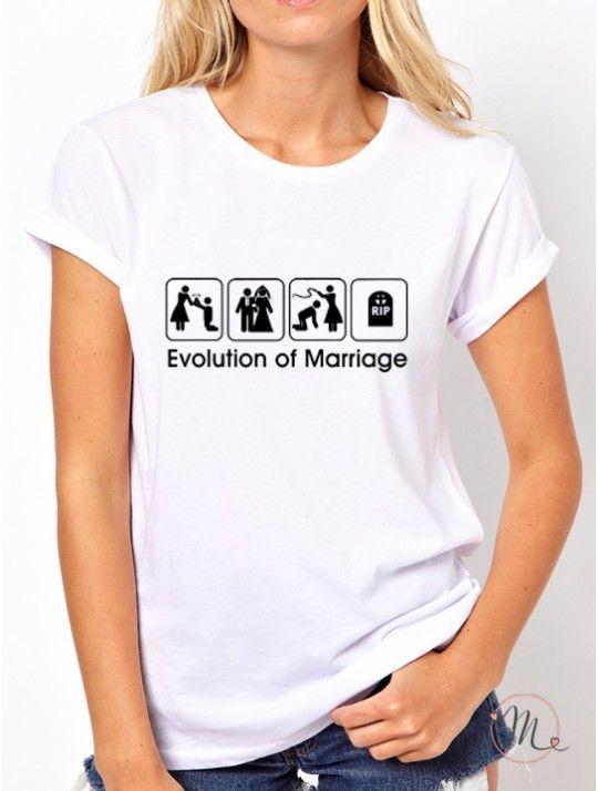 T-shirt wedding evolution bianca. Maglietta da indossare durante l'addio al nubilato oppure durante il giorno delle nozze. Taglie disponibili: S,M,L, XL #tshirt #bestman #bridesmaids #wedding #fun #comic #ideas #weddingideas #weddingloading #loading #ideasforwedding #gameover #evolution #marriage