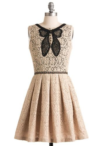 bow, lace, pleats, what's not to love?