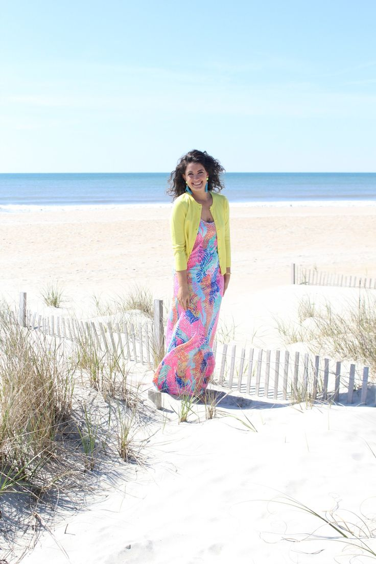 resort wear, how 2 wear it, morgan flinchum, lilly pulitzer maxi dress, beach maxi dress, beach wear, beach vacation outfit, what to wear on a beach vacation, tropical print, bold print dress