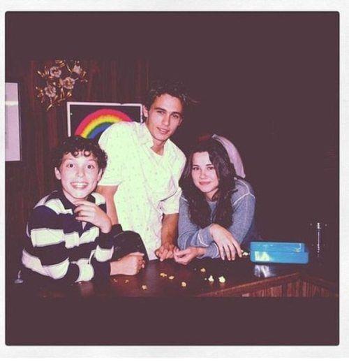 John Francis Daley (Sam), James Franco (Daniel) and Linda Cardellini (Lindsay) on the set of Freaks and Geeks.