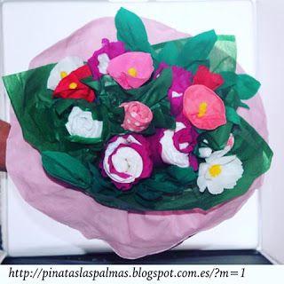 Piñatas Las Palmas: Ramo de flores con pañales y calcetines