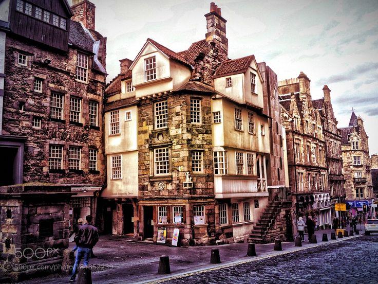 The Edinburgh tourist.... by davelally03. @go4fotos