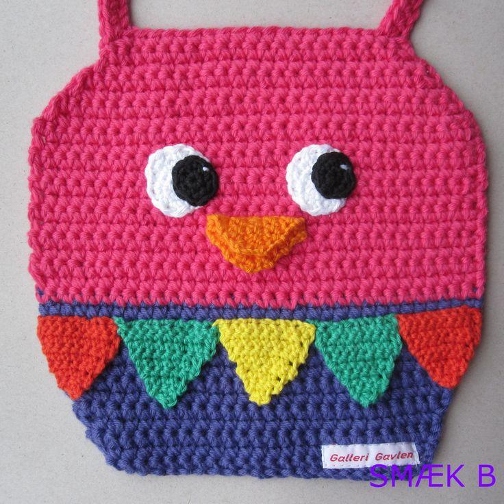 Farvefestlig hagesmæk til glade børn Bib for baby. Crochet a parrot for baby
