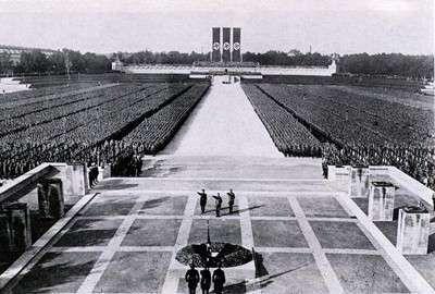 The Nuremberg Rally  Anónimo  1934  Una de las muchas fotos de propaganda nazi.