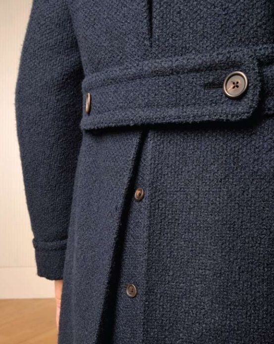 Don't even know what the rest of this coat looks like, but I want it for these buttons alone.