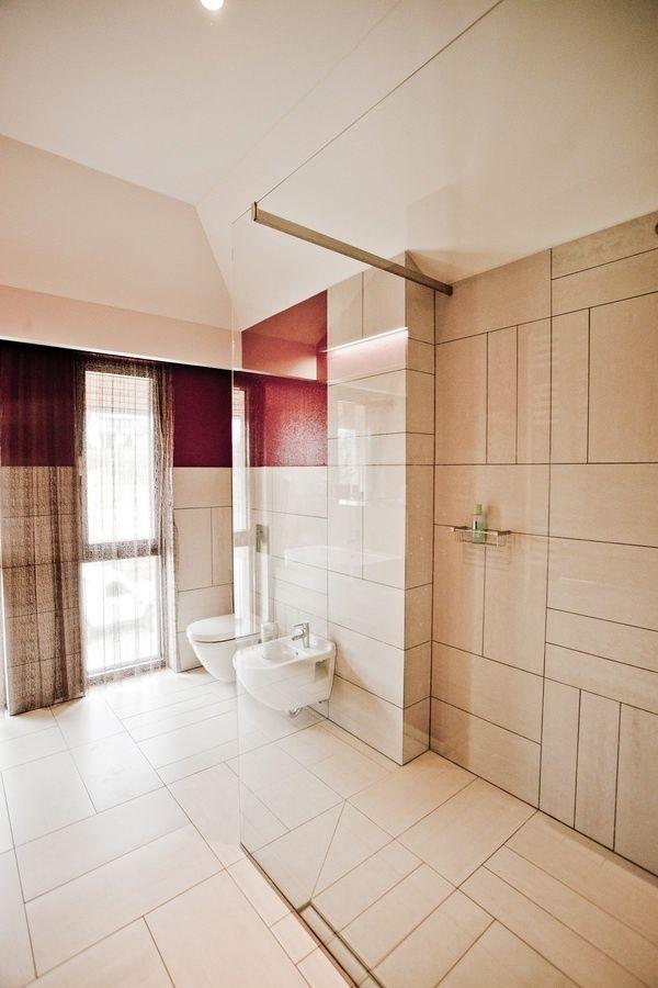 Cream Red Bathroom Decor