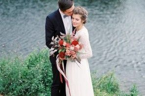 Autumn wedding inspiration in Shades of red + lace wedding dress with long sleeves   fabmood.com