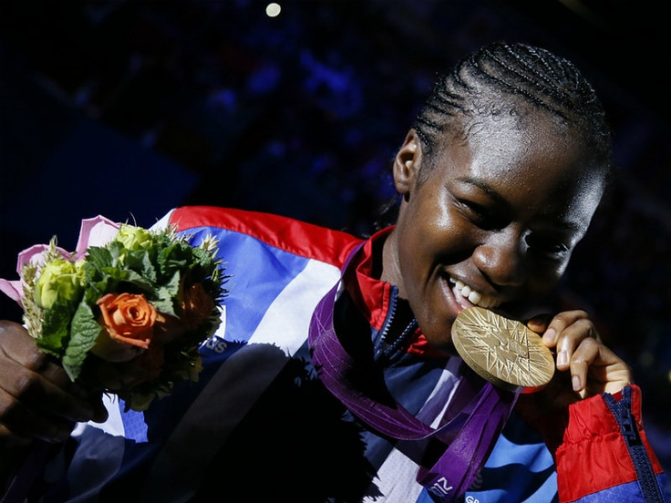 Great Britain's Nicola Adams won the first Olympic women's boxing gold medal with victory over Ren Cancan of China in the flyweight final.