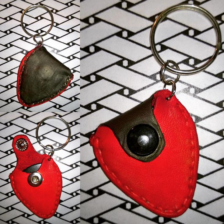 My #sister @niccolinahallsten also got a #guitarpick #keychain The first one I actually made. Hope she'll use it though...#leather #leatherdye #hobby #ilovemyhobby
