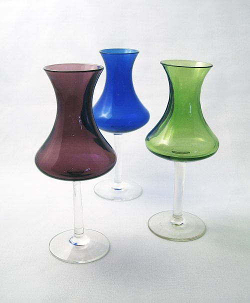 KUMELA-LEHTONEN, SIRKKU Manufacturer:  Kumela Height: 175 mm Manufactured in lilac, blue, brown and green.