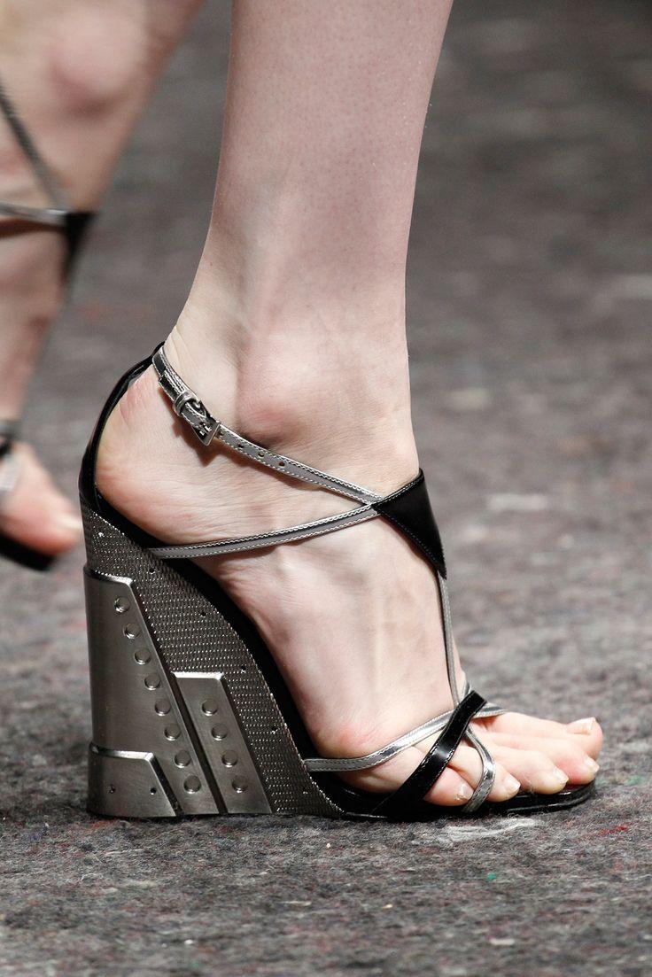 Prada Fall 2014 Ready-to-Wear - Details - Gallery - Style.com