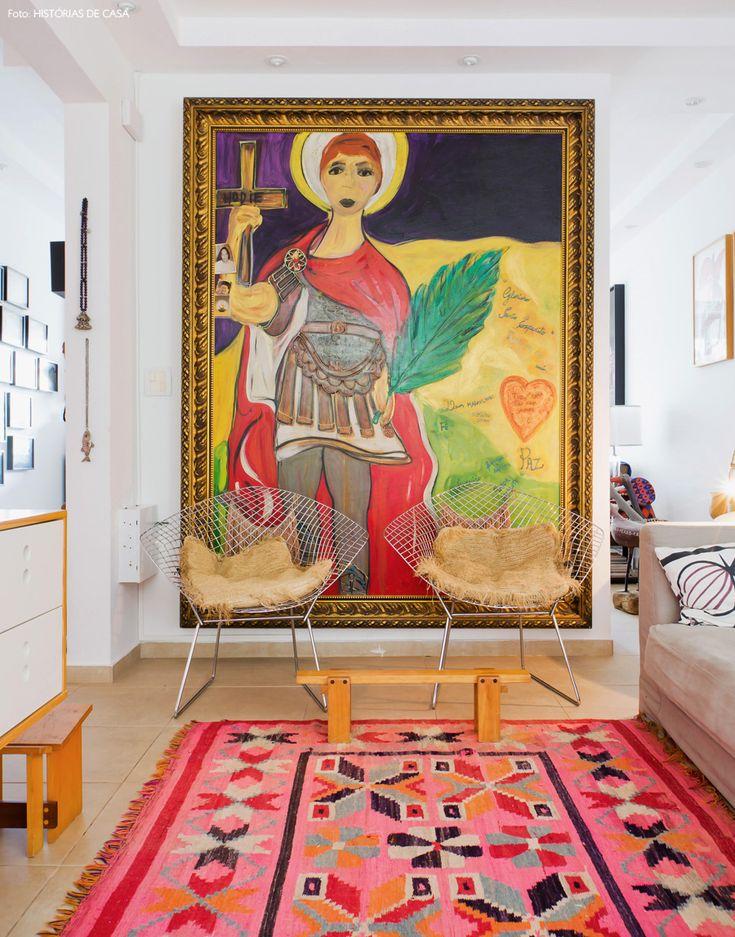 Entrar na casa de Cris Rosenbaum é como abrir a porta de um universo totalmente novo, onde peças de artesanato convivem ao lado de móveis de design.