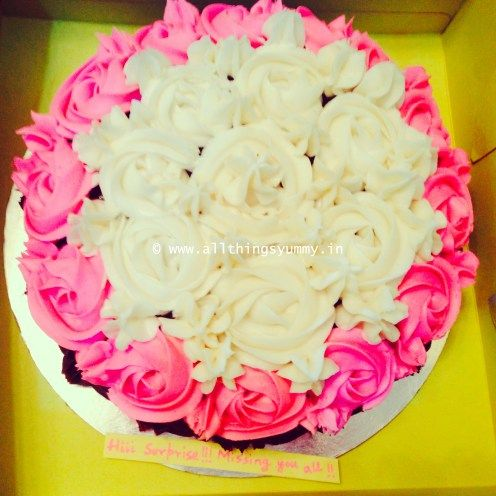 Cakes Decor Rosettes - White with Pink Border Rosettes Cake Decor | All Things Yummy #allthingsyummy #pink #rosettes #cake #icing #buttercream