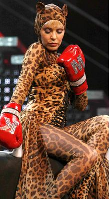 Кайли Миноуг в костюме, созданном Dolce&Gabbana, «Showgirl Homecoming Tour» 2006 год