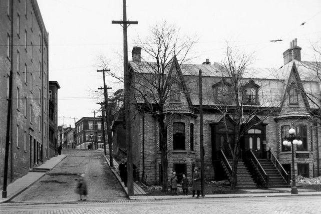 L'intersection des rues Saint-Jean et Turnbull en 1929 - Ville de Quebec