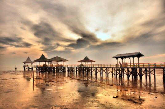 Pantai kenjeran, jawa timur