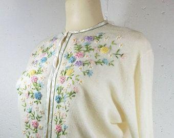 Vintage 1950s gris cárdigan bordado floral