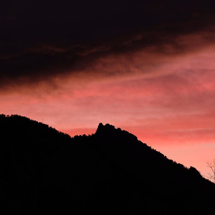 Pink sunset tonight in Boulder. . . . #flatirons #bouldercolorado #sunset #sunsets #boulderco