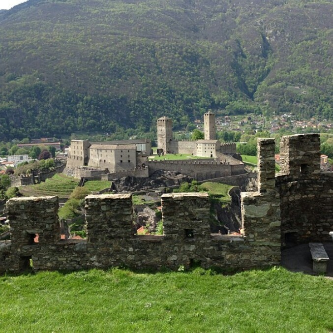 Belizonna Castle, Switzerland ♥