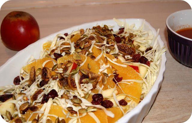 Skarntyden og lupinen: Spidskålsalat med julefrugter, vendt i en sur-sød dressing