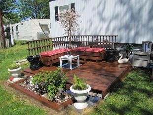 the finished deck :: Hometalk... MADE FROM USED PALLETS... This would be perfect for my front yard....