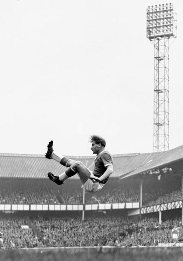 Great pic. Dave Hickson of Everton at Goodison Park (1958) #everton #thetoffees