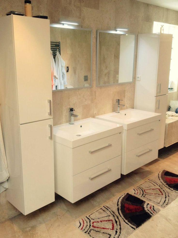 """Vandaag hebben wij afbeeldingen mogen ontvangen van een tevreden familie.  Ze hebben deze badkamer 8 jaar geleden gerealiseerd en zijn nog steeds super tevreden over  de twee New York badmeubelen met kolomkasten in het hoogglans wit.  """"Ze zijn nog steeds als nieuw!""""  Wij wensen deze familie nog veel plezier met hun mooie badkamer en   bedanken ze graag voor hun email en afbeeldingen."""