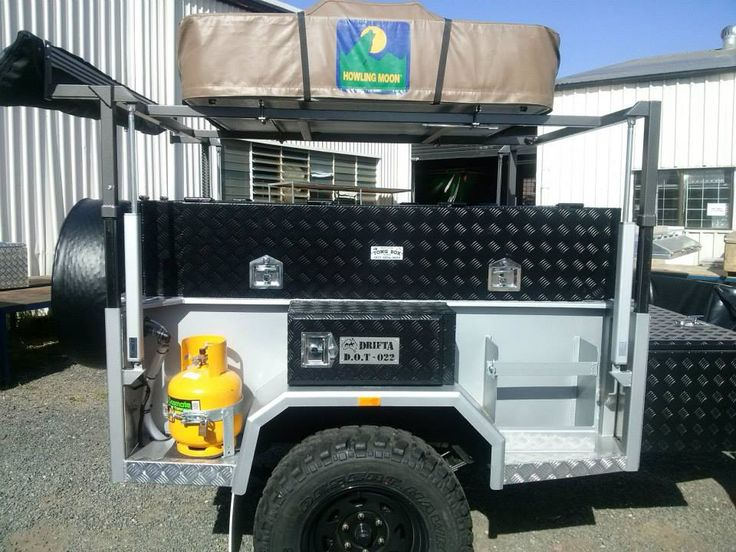 From a simple Swallow Awning to a Safari Awning you will find many kinds of awnings here on Howling Moon. You can even go for 4x4 Awnings if thats what you were looking for.