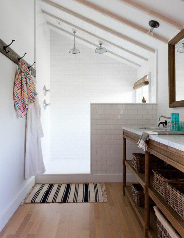 L'avantage du muret : on peut y accoler un meuble-vasque. Un aménagement simple pour votre salle de bain