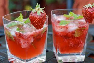 Mojito fraises 1  citron vert  - 10 feuilles  de menthe verte  - 4 cl de sirop  de sucre de canne  - Glaçons   - 5 cl  de rhum cubain ambré ou blanc  - 10 ...