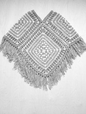 Messuneule: Virkattu poncho Novita 7 Veljestä   Novita knits