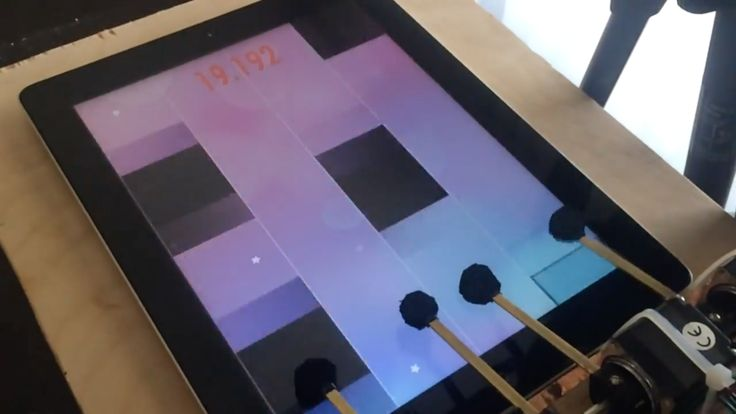 Today in Robot News: Witness the beauty of a robot dominating Piano Tiles.