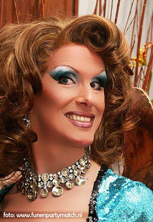 Miss Rose Murphy een klasse dea queen bekend van tv en vele optredens in het land. Http://www.funenpartymatch.nl/rosemurphy.php