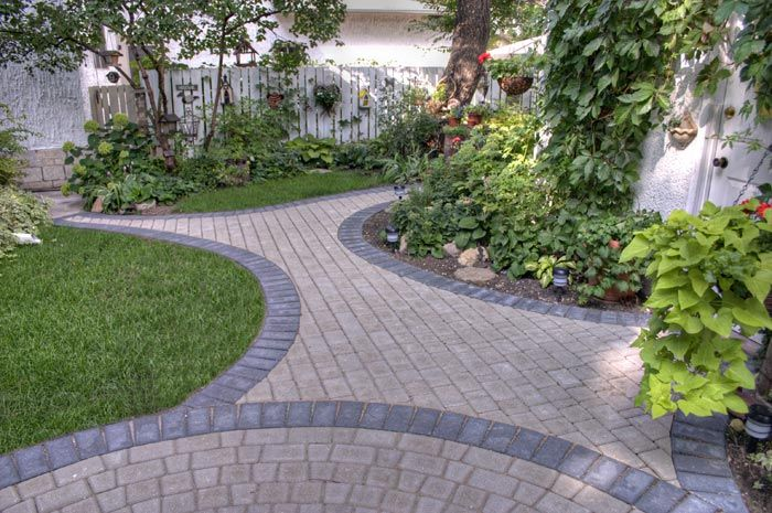 Natural Victorian Pavers With Charcoal Holland Border Edging Pinterest