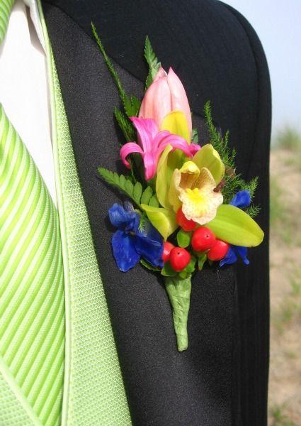 Para los novios: ¿por qué no usar un boutonnière multicolor?