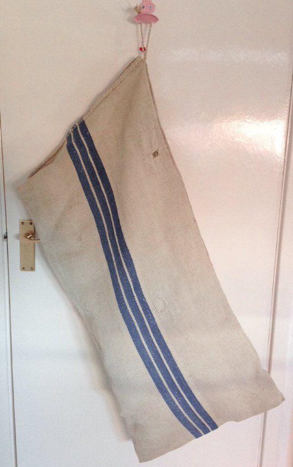 ルーマニアの40〜50年代に小麦粉の収穫に使われていたバッグ。かわいいのでランドリーバッグに✨家で使っています。